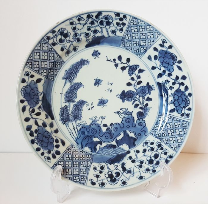 A large porcelain blue/white ornamental dish - China - 18th century