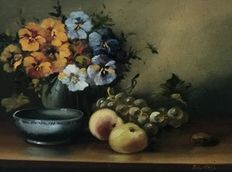 Tilly Moes (20th century) - Stilleven  met Bloemen en Fruit