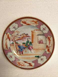 Famille rose dinner plate in porcelain with one woman and two children decoration – China – 18th century.