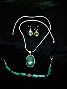 Vintage silver Pendant necklace bracelet earrings with semi-precious stone malachite.