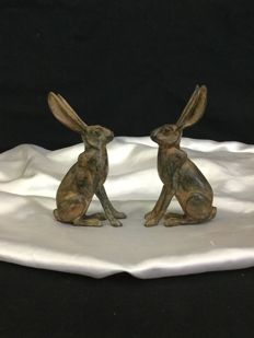 Fonderie Pierre Chenet - two sitting hares