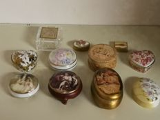Trinket boxes collection consisting of eleven pieces - 20th century - Limoges, Murano and silver plated items, among others (11)