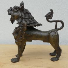Bronze, temple lion - Nepal - approx. 1850