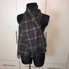 Burberry - 100% Lambswool Scarf – Perfect condition!