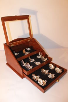 15 exclusive pocket watches with manual winding made of silver and exhibiting showcase - second half of the 20th century