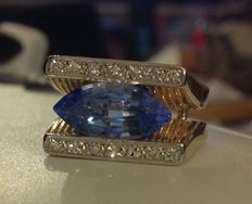 Ring in 18 kt gold set with diamonds and a topaz of 7.65 ct. (Small reserve price)