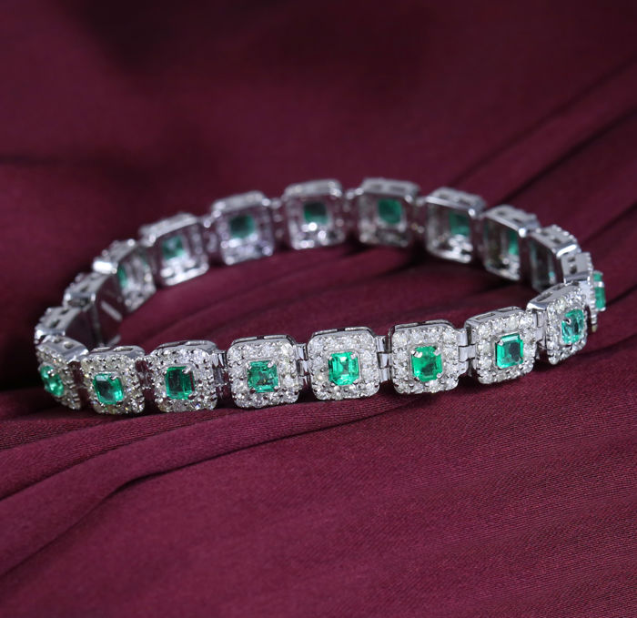 14kt White Gold Bracelet with 5.26 ct.Emeralds and 5.15 ct. Diamonds  – Length : 6.5 inches
