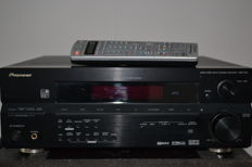 Pioneer VSX 915 with remote control and manuals and adjustment microphone