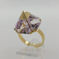 18 kt yellow old ring with kunzite of 15.8 ct - ring size 57 / 18 mm