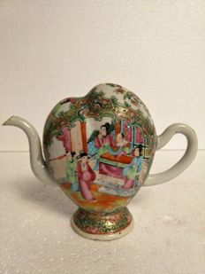 Cadogan teapot, Canton, heart-shaped, China, 19th century.