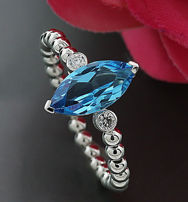 Elegant modern blue topaz brilliant ring 750 white gold --- no reserve price--