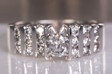 0.89 Ct / 0.44 solitaire diamond ring - Size: 52 - NO Reserve price!