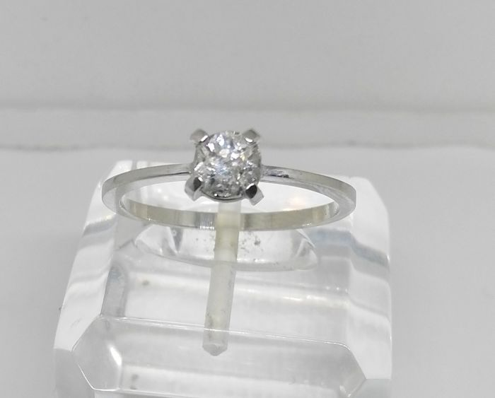 solitaire cocktail ring made of 18 kt white gold with 0.60 ct diamond