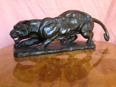 Large-sized bronze sculpture of a panther in ambush, in Barye style - probably first half of the 20th century