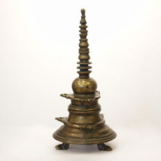 Beautiful and rare inkwell in the shape of a brass stupa - Tibet/Nepal - 19th century