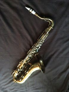 Tenor saxophone Buescher 400 Elkhart USA serial number 324178, height 80 cm