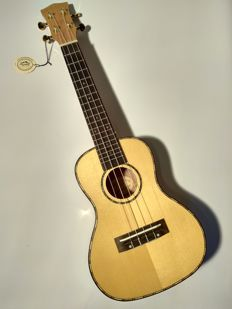 Concert ukulele - gaboon and solid spruce - new