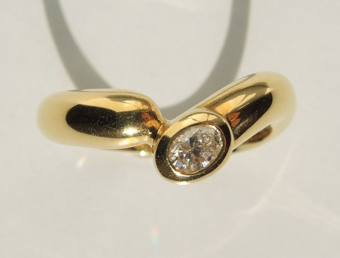18kt gold contrariè ring with diamond (0,16 cts) – size 54-55