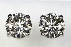 Earrings 18 kt with diamonds totalling 1.40 ct