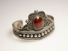 Antique silver bangle with large blackened agate
