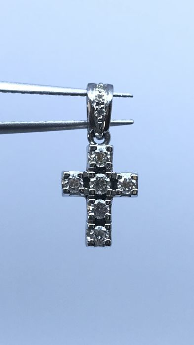 Cross pendant in 18 kt white gold  With brilliant cut diamonds - Dimensions: 1.9 x 0.8 cm