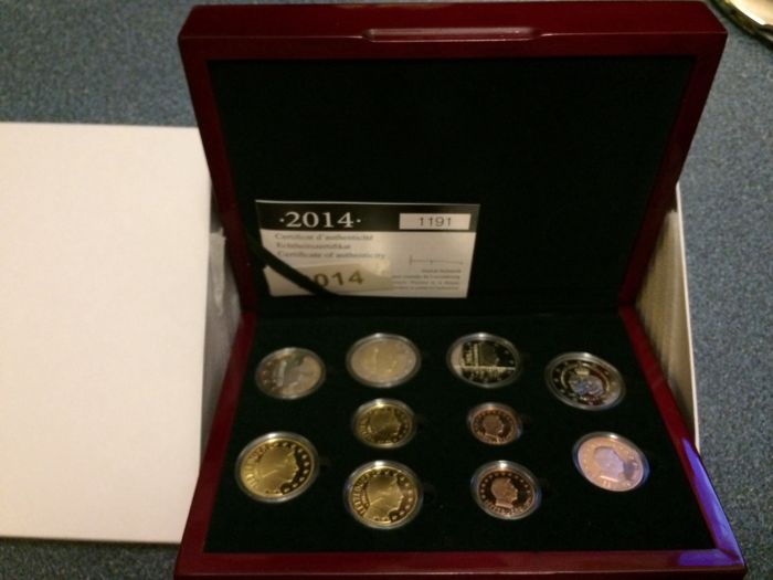 "Luxembourg - year pack/ year collection 2014, including 2 Euros ""175 independence"" and ""50 years coronation"""