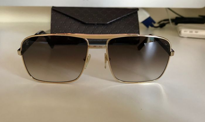 42304bcea3d Louis Vuitton - Attitude Gold ZO259U Glasses - Catawiki
