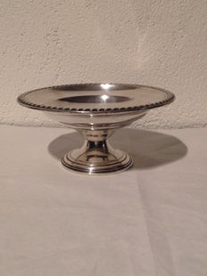 Silver tazza / serving tray on base with decorative edge - 20th century - USA
