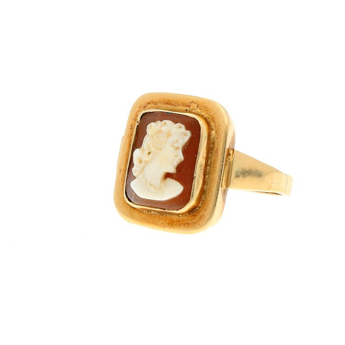14 kt  Yellow gold vintage 'signet ring' set with cameo