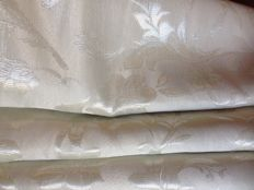 Elegant white pearl fabric - 5.60 m - vintage Louis XVI style - Damask leafy pattern with silver thread - 20th century