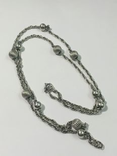 Vintage long silver necklace with silver beads - 1960