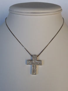 Necklace with pendant in the shape of a cross, with brilliant cut diamonds, 0.66 ct, colour I-K, clarity VS-S1