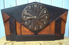 Amsterdam School mantel clock with Pfeilkreuz movement
