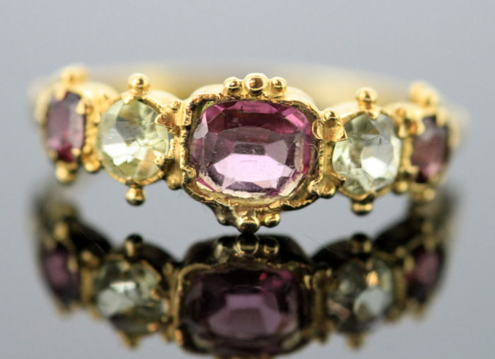 Antique Victorian 15K Yellow Gold Ladies Ring With Amethyst (0.60 CT Total) and Chrysoberyl (0.30 CT Total) Circa.1870's