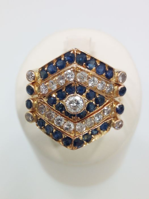 18 kt yellow gold ring with diamonds and sapphires