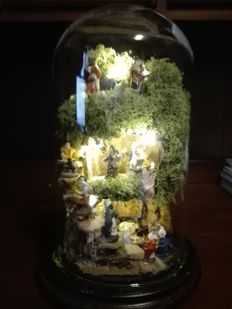 Handcrafted Christmas creche under a glass bell jar - San Gregorio Armeno - Naples dim. 20 x 32 cm - with lighting