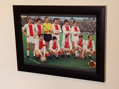 Johan Cruijff (RIP) - Old museum worthy framed picture of Ajax 1970 hand signed by Cruijff - Very rare + COA