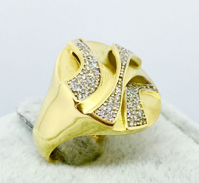 18kt solid Gold and Natural Diamond 0.89ct Massive Womens Ring - 12.10gs
