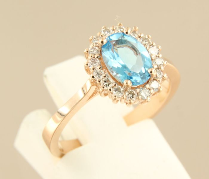 14 kt rose gold rosette ring set with a central blue topaz and 16 brilliant cut diamonds, approx. 0.28 carat in total, ring size: 17 (53)