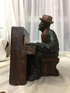 Very large attractive and expressive statue of approx. 50 cm of the Blues and Soul Legend Ray Charles behind the piano