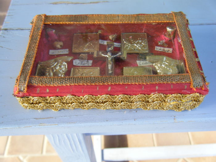 Multiple antique relic - St Vito - St Charles - (?) - St. Erasmo (?) - St Francis - stations of the cross