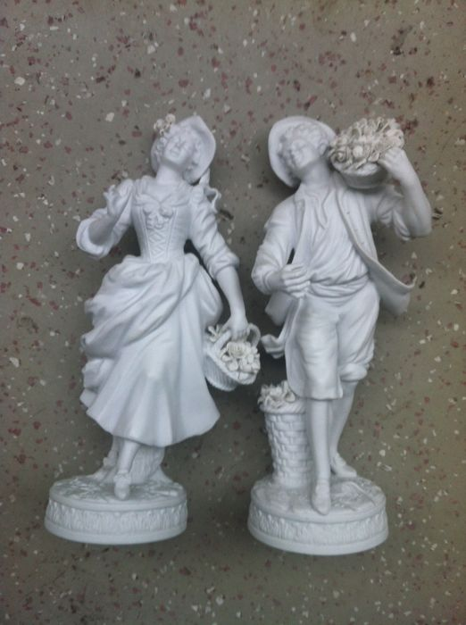 Bisque Porcelain Male and Female Gardeners, Älteste Volkstedt