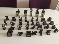 Collection of 36 metal copper-coloured miniatures, pencil sharpeners - Play/Me