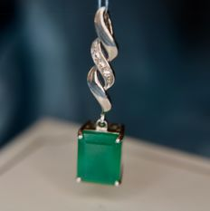 Antique Handcrafted pendant with rectangular cut Malachite stone ca. 10,2x8mm