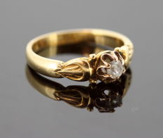 Antique Victorian 15K Yellow Gold Ring With Diamond (0.15 CT) Circa.1880