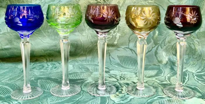 Lot of 5 goblets in tinted and engraved Biedermeier glass