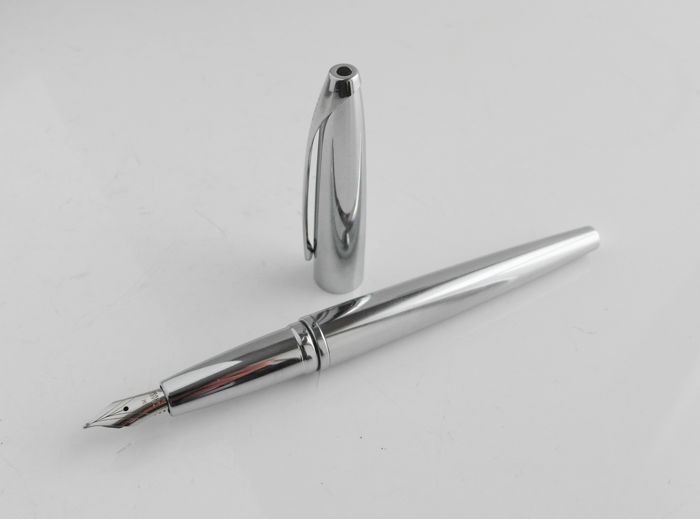 Cross: exquisite high-gloss chrome fountain pen, with ink converter, high-tech styled, elegant design continuous clip to end cap (C006)