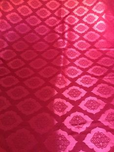 5.60 m of vintage damask fabric in Burmese Red - Italy 20th century