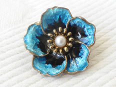 Hroar Prydz, Norway - Flower brooch/pendant with blue enamel and pearl - Gold-plated sterling silver