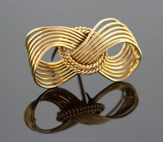 Cartier - 18K Yellow Gold Brooch, Circa. 1970's - Dimension - Size 4.4 x 2.5 x 1.5 cm